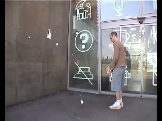 5 balles rebond passage contre un mur puis retour